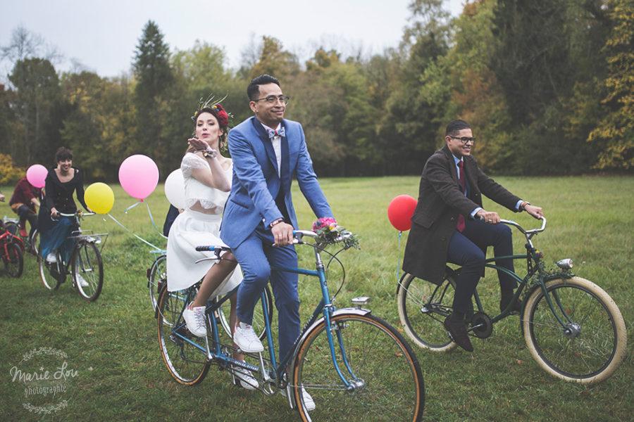 Un mariage intimiste en cortège à vélos